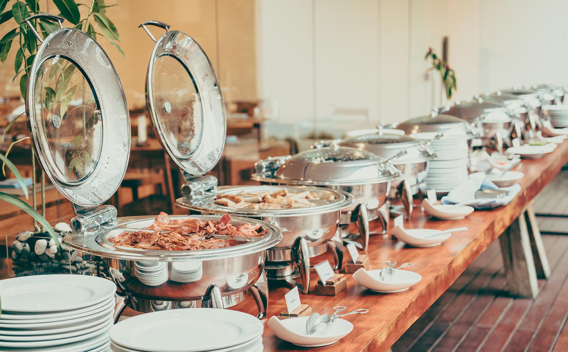 Ponúkame cateringové služby v oblasti gastronómie, výzdoby, zaobstaranie nápojov, detský kútik, technické zabezpečenie, candy bar